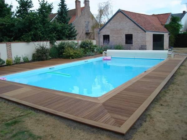 pose terrasse bois autour piscine coque