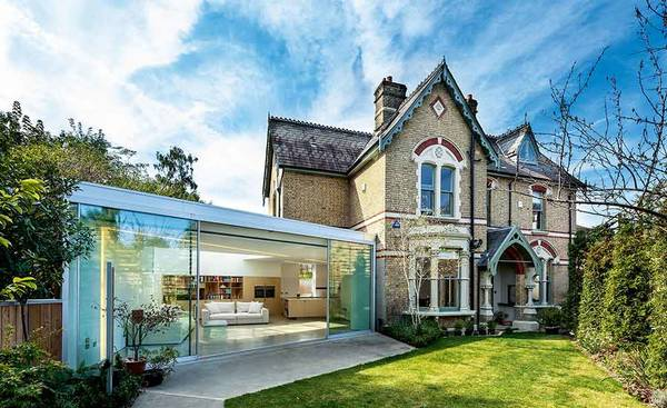 extension moderne de maison ancienne